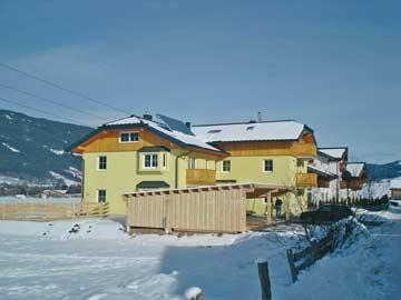 Ferienhaus Altenmarkt-Zauchensee: Skiurlaub in der Salzburger Sportwelt. Die Unterkunft ÖSSL/0/81 ist der vordere Teil auf dem Foto.