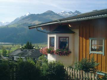 Ferienwohnung Kitzsteinhorn - weitere Hausansicht im Sommer
