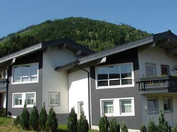 Ferienhaus Piesendorf (Hausansicht Sommer)