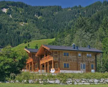 Ferienhaus Krimml mit Sauna und Whirlpool (Hausansicht Sommer)