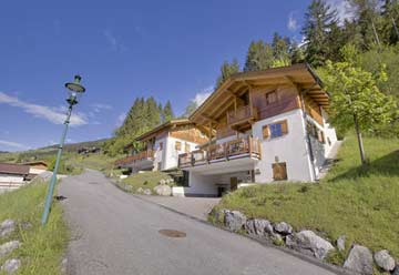 Ferienhaus mit Sauna am Tor zur Zillertalarena im Sommer