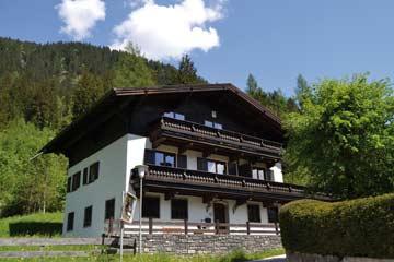 Ferienhaus Bad Gastein mit 6 Schlafzimmern (Hausansicht Sommer)