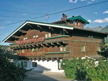 Gruppenhaus Neukirchen für 18-22 Personen mit Sauna (Hausansicht Sommer)