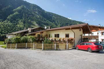 Ferienhaus Stubaital 8 bis 12 Personen (Hausansicht Sommer)