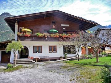 Appartement Umhausen für 10 Personen (Hausansicht Sommer)