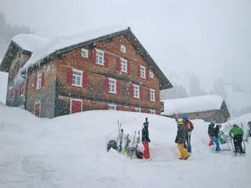 Gemütliches Ferienhaus für Gruppen mit Kachelofen nur 6 km von der Skiregion Warth-Schröcken/ Lech-Zürs