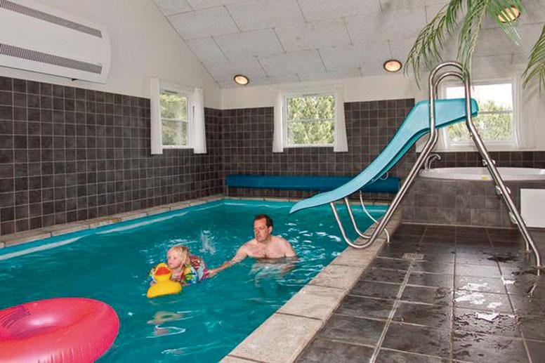 Swimmingpool im haus  Pool-Ferienhaus Vejers Strand