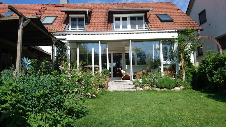 Ferienhaus mit Kachelofen und Garten in Seenähe am Oberrhein