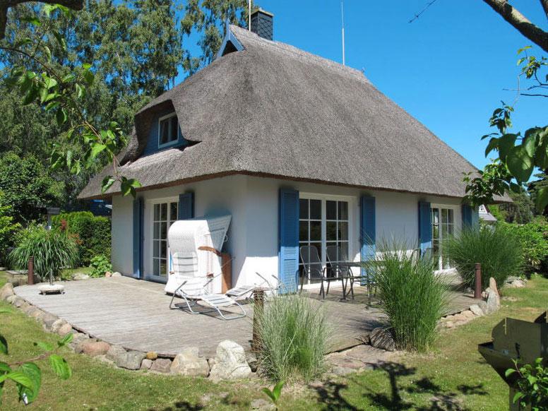 reetgedecktes ferienhaus karlshagen mit sauna 1 5 km zur ostsee