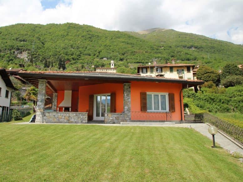 Ferienhaus mit Innenpool, Terrasse und Garten, nur 800 m zum See