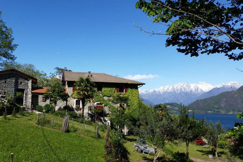 Rustikales Ferienhaus mit großem Garten und toller Aussicht auf den See