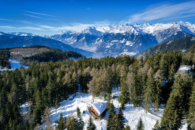 Ferienhaus Südtirol Meran 2000 - unser Schmuckstück direkt an Merans Skigebiet (am rechten Bildrand erkennt man mittig die Skipiste)