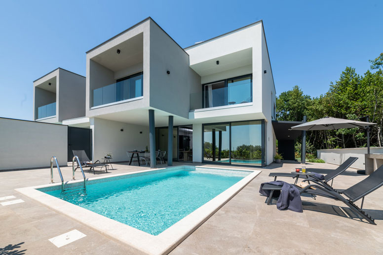 Luxuriöses Ferienhaus mit Pool und Meerblick nahe Umag