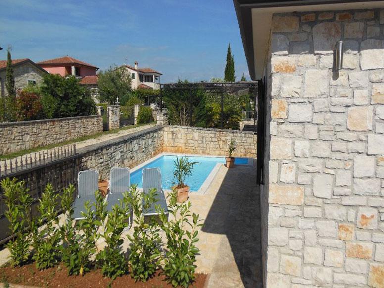 Ferienhaus in mediterranem Stil mit Pool in Tar