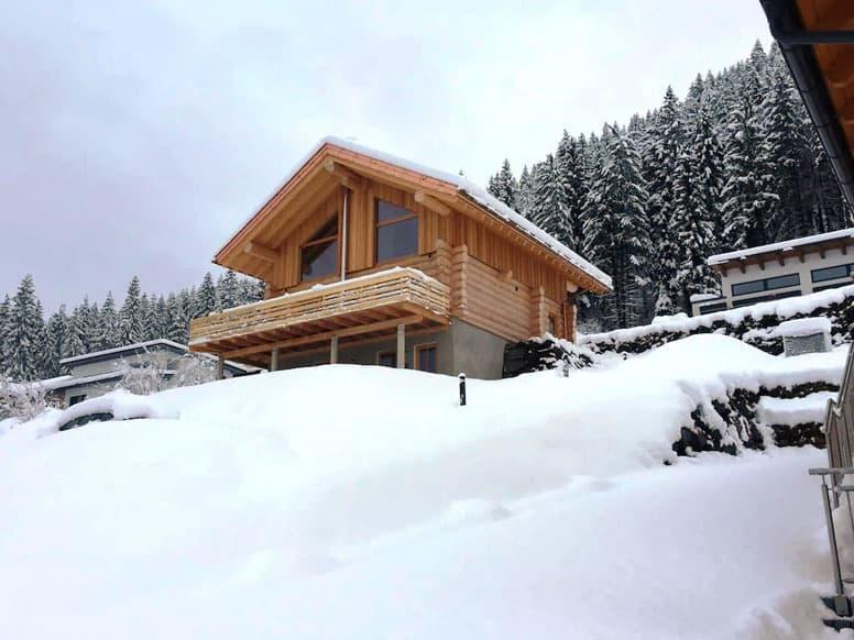 Chalet mit Sauna und Kamin im Gailtal im Winter