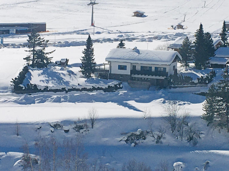 Chalet Kals: Beste Lage zum Skifahren: links die Talstation der Bergbahn Kals I