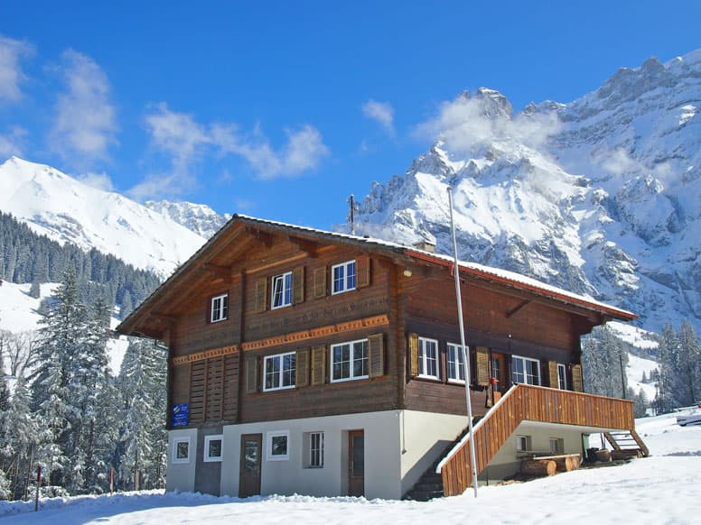 Hütte Adelboden, im Winter kleiner Skilift am Haus