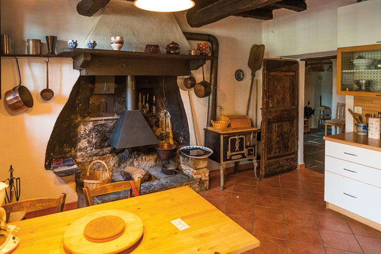 ferienhaus luganer see an der seepromenade mit eig seegrundst ck. Black Bedroom Furniture Sets. Home Design Ideas