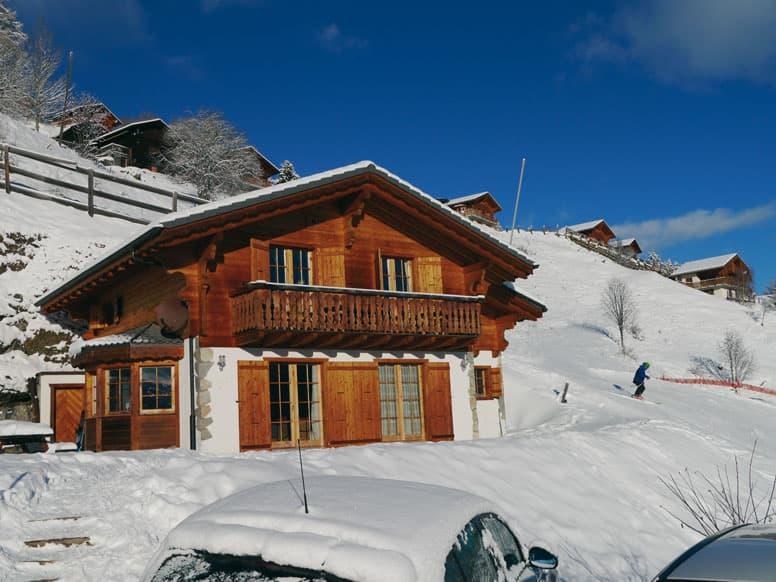 Chalet Les Collons CHVS/I/25 - Skiurlaub direkt auf der Skipiste (siehe Skifahrer rechts), dennoch mit PKW erreichbar