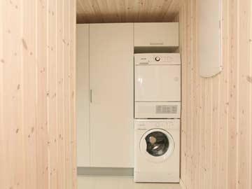 Hauswirtschaftsraum mit Waschmaschine und -trockner