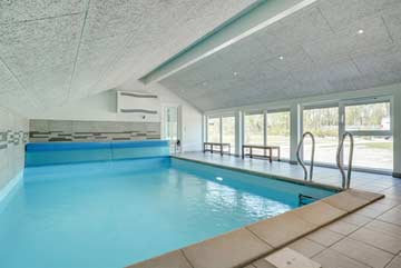 Pool im Anbau