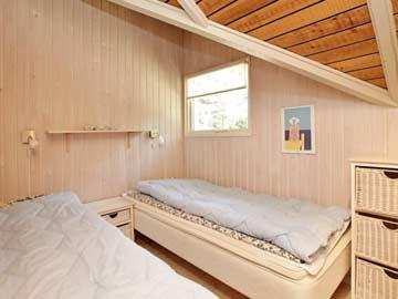 Blick in ein Schlafzimmer mit Einzelbetten