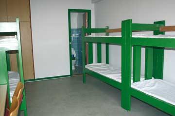 die fünf 6-Bett-Zimmer sind jeweils in unterschiedlichen Farben gehalten