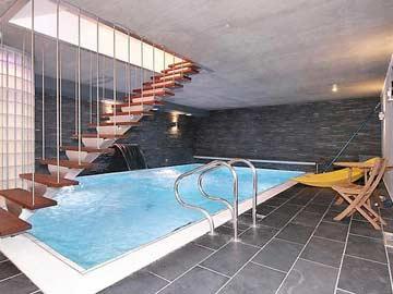 Der Pool im Haus