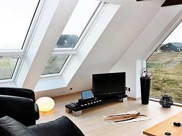 Der Wohnraum im OG mit TV und Panoramablick