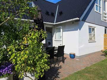 Möblierte Terrasse am Haus