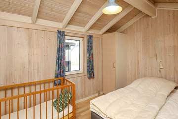 Schlafzimmer mit Babybett