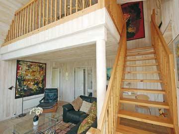 Treppe zur offenen Galerie