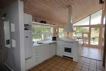 offene, komplett ausgestattete Küche