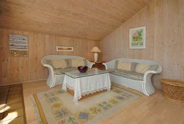 großes, helles Wohn- und Esszimmer