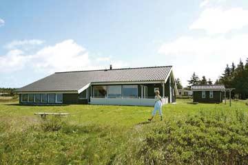 großes Naturgrundstück am Ferienhaus Farsö