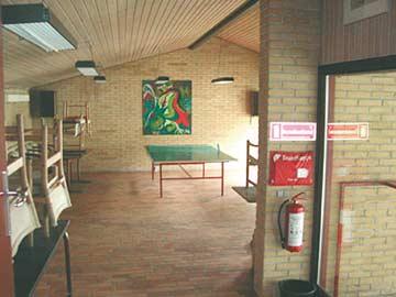 Tischtennisplatte im großen Aufenthaltsraum