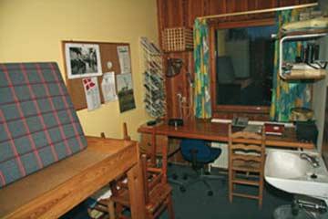 Büro für die Gruppenleitung mit Etagenbett