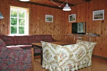 Kleiner Wohnraum mit TV