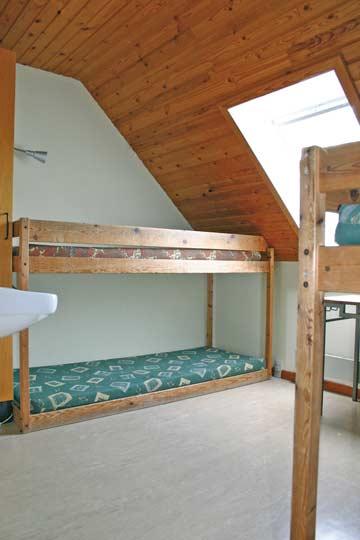Schlafraum mit Etagenbetten im Obergeschoß