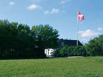 Blick auf das Haus und die typische Dänemark-Fahne