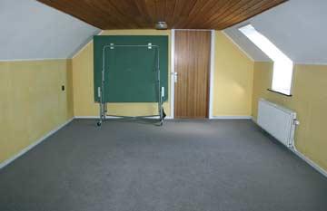 Durchgangszimmer mitTischtennisplatte
