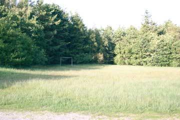 großes Grundstück am Gruppenhaus Farsö