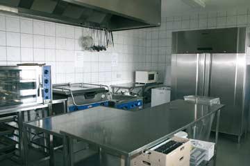 Die gut ausgestattete Gruppenküche