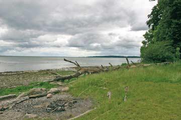Das Gelände grenzt direkt an die Ostsee
