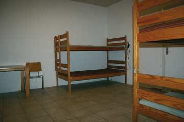 das 4-Bett-Zimmer für das Küchenteam im EG