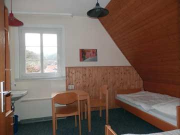 das 2-Bett-Zimmer im 1.OG
