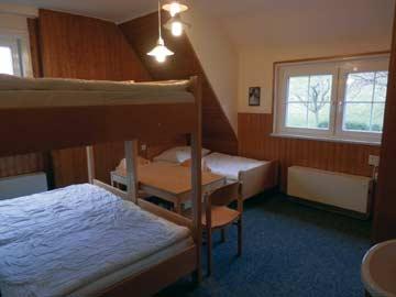 eines der beiden 5-Bett-Zimmer im 1.OG