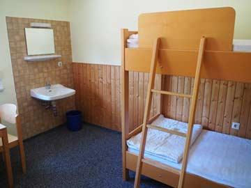 Schlafzimmer mit fl. Wasser