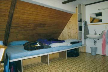 das 10er-Matratzenlager im Dachgeschoss