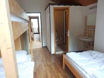 3-Bett-Zimmer mit eigenem Bad